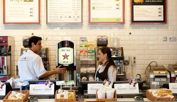 Kundeorientering krever at du bygger en klankultur What makes Pret a Manger a compelling business case study is its approach to customer service and to training and motivating its