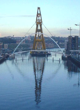 Installation of the bridge: Gateshead Millenium bridge Done before by