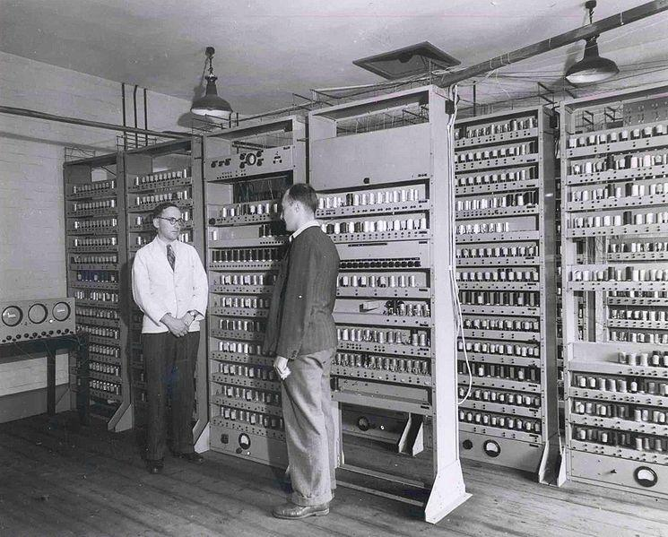 Maurice Wilkes EDSAC Electronic Delay Storage Automatic Calculator kjørte første program